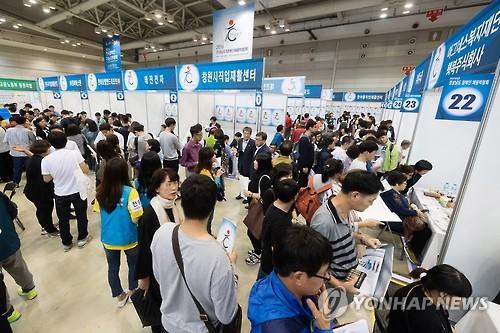 구직자로 붐비는 장애인채용박람회[연합뉴스 자료사진]