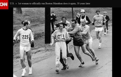 1967년 보스턴 마라톤 레이스 도중 저지당한 스위처