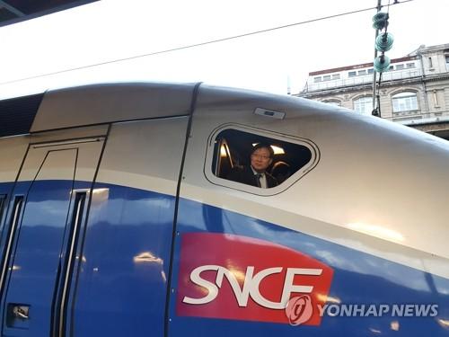 프랑스 2층 고속열차 시승한 홍순만 코레일 사장 [연합뉴스 자료사진]