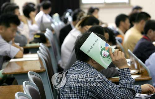 개인회생제 첫날 상담자[연합뉴스 자료사진]
