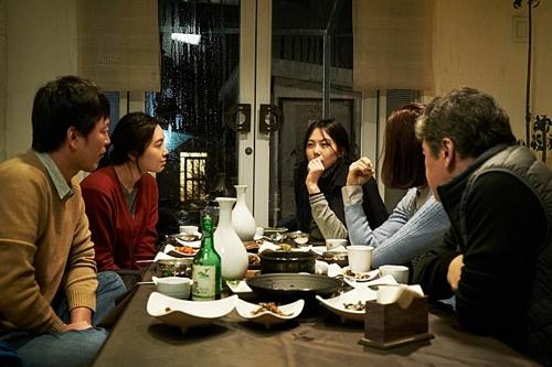 홍상수 감독 영화 '밤의 해변에서 혼자'