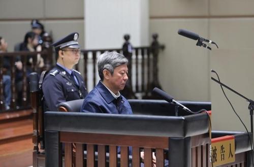 중국 창저우시 법원에서 재판 받는 장웨 전 허베이성 정법위 서기 [신화통신 캡쳐]