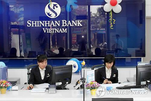 신한베트남은행의 한 지점 창구 모습[연합뉴스 자료사진]
