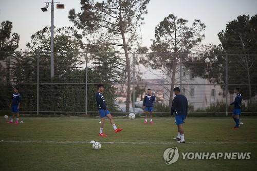 요르단강 서안 이스라엘 정착촌 내 축구단의 연습 장면[AP=연합뉴스 자료사진]