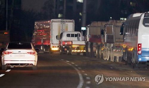 불법 밤새주차  현장[연합뉴스 자료사진]