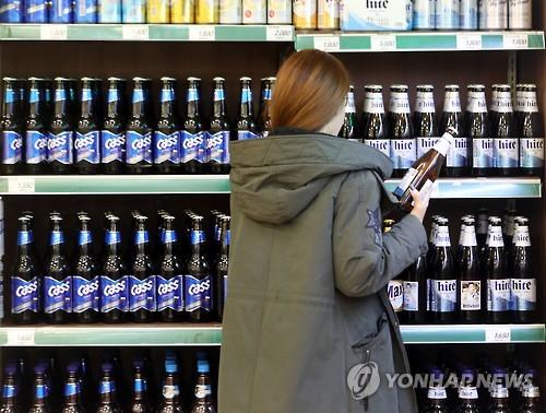 마트에 진열된 국산맥주 [연합뉴스 자료사진]