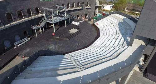 새롭게 단장한 밀양연극촌 성벽극장