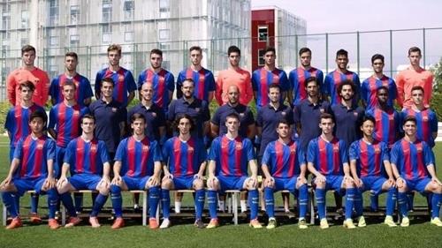 UEFA 유스리그에 참가한 바르셀로나 후베닐A의 이승우(앞줄 오른쪽에서 2번째)
