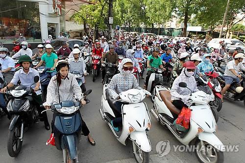 베트남 호찌민시 도로의 오토바이 물결[EPA=연합뉴스 자료사진]
