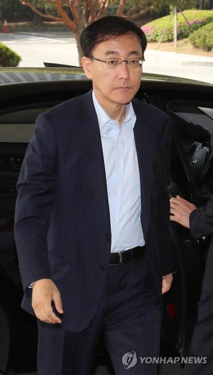 출근하는 김수남 검찰총장
