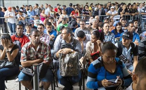 상파울루 시의 구직자들[브라질 뉴스포털 UOL]