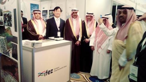 사우디서 스마트시티 홍보하는 이영근 청장(왼쪽 두 번째)