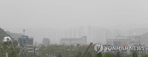 미세먼지로 뿌연 하늘. [연합뉴스 자료사진]
