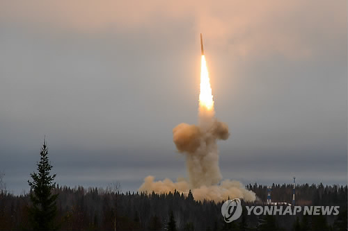 시험발사되는 러시아의 '야르스' 대륙간탄도미사일[이타르타스=연합뉴스]