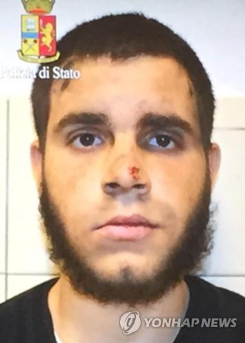18일 밀라노 중앙역에서 칼을 휘둘러 3명을 다치게 한 이스마일 토마소 호스니