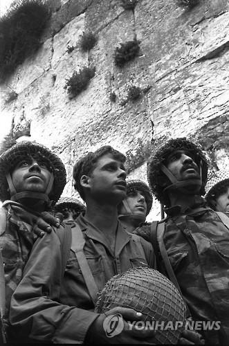 '6일 전쟁' 기간 예루살렘에 배치된 군인들 [EPA=연합뉴스 자료사진]