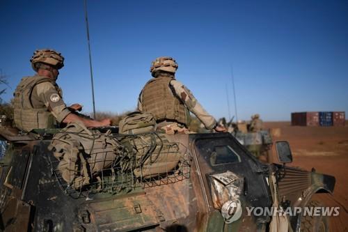 서아프리카에 파견된 프랑스 군인 [AFP=연합뉴스 자료사진]