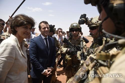 말리 방문한 마크롱 프랑스 대통령 [AFP=연합뉴스]