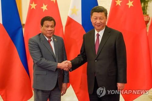 일대일로 포럼에서 만난 시진핑 주석과 두테르테 대통령[AP=연합뉴스 자료사진]
