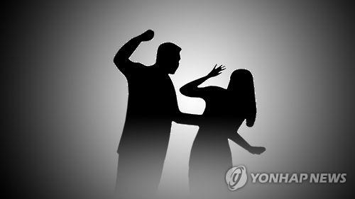 '악몽의 4년'…첫눈에 반한 여종업원에 5천번 '메시지 폭탄'