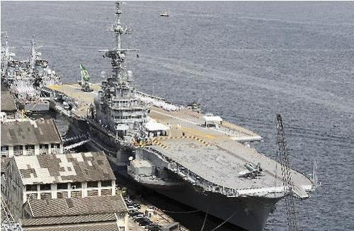 브라질 해군이 보유한 항공모함 'Nae A-12 상파울루'호[브라질 해군 웹사이트]