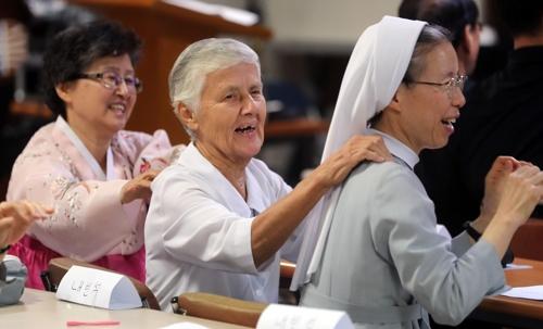 8년 만에 부산 찾은 루미네 수녀(가운데) [김선호 기자]