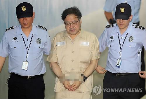 법정 출석하는 안종범 전 수석 [연합뉴스 자료사진]