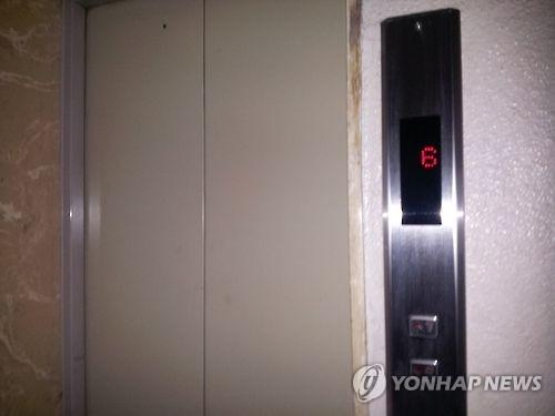 엘리베이터 문 [연합뉴스 자료사진]