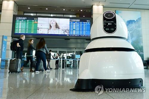 인천국제공항에 도입되는 청소로봇 [연합뉴스 자료사진]