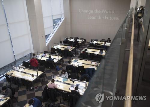 한 대학 도서관 [연합뉴스 자료사진]
