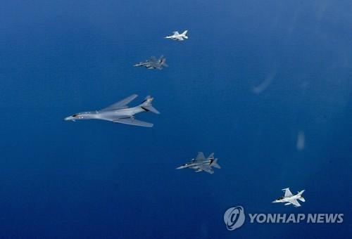 미국 전략폭격기 B-1B 훈련장면[연합뉴스 자료사진]