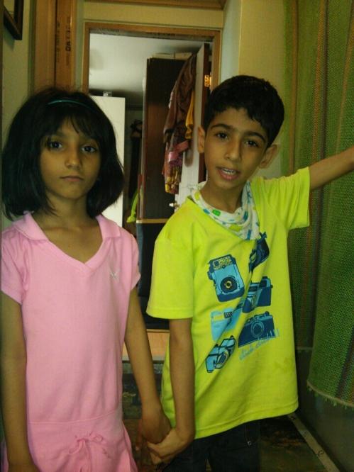 미르(오른쪽)와 여동생 자밧드(왼쪽)