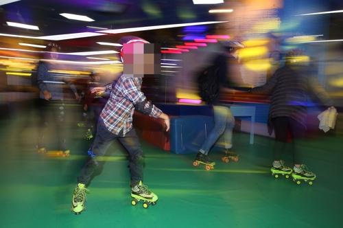 롤러스케이트를 타는 어린이(자료)