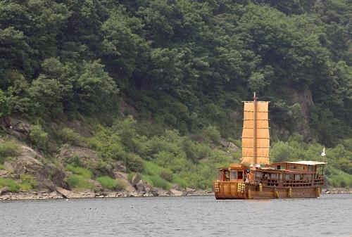 임진강 황포돛배[연합뉴스 자료사진]