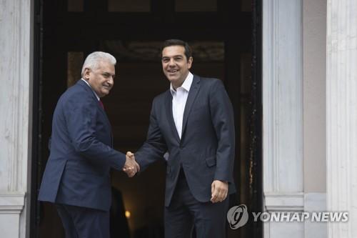 악수하는 그리스-터키 총리