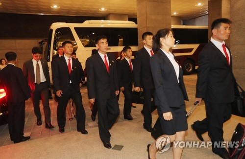 '피곤한 표정으로'…전북 호텔 도착한 북한 주도 ITF 시범단