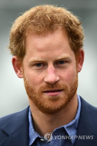 """영국 해리 왕자 """"한때 왕가에서 떠날 생각도 했다"""""""