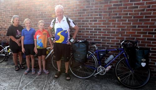 인천∼부산 633㎞ 자전거 종주 나선 호주인 일가족