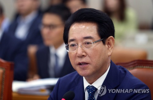 질의에 답변하는 김영록 농식품부 장관 후보자 [연합뉴스 자료사진]