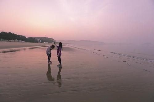 끝이 보이지 않은 고운 모래해변은 새벽과 저녁이 가장 아름답다(성연재 기자)