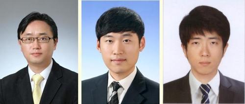 왼쪽부터 김상우 교수(교신저자)와 제1저자인 김성수·김태윤 박사과정 학생