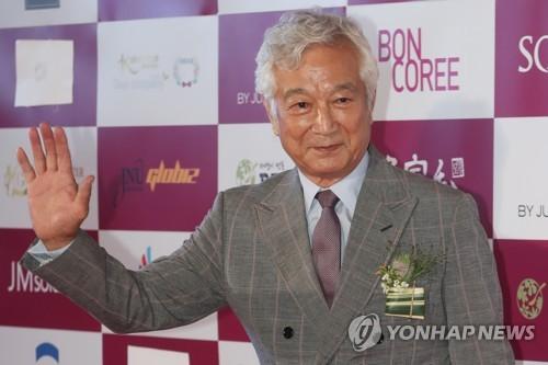 한국영화를 빛낸 스타상 시상식 참석한 신성일