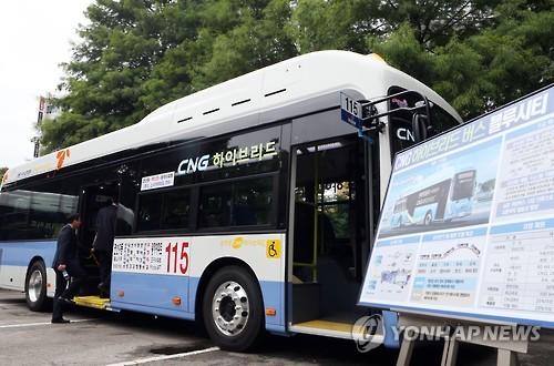 부산의 첫 '친환경 CNG 하이브리드 버스' [연합뉴스 자료사진]