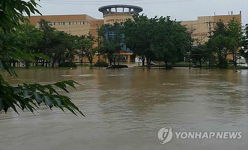 수중도시 된 청주[연합뉴스 자료사진]