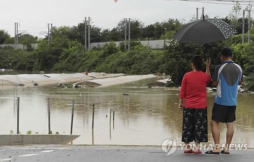 무심천 범람…저지대 침수[연합뉴스 자료사진]