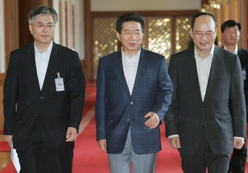 노무현 전 대통령과 정성진 부방위원장·문재인 민정수석