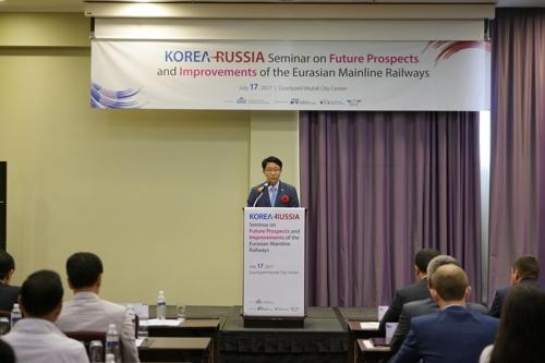 러시아에서 열린 국제세미나에서 인사말하는 조정식 국회 국토위원장