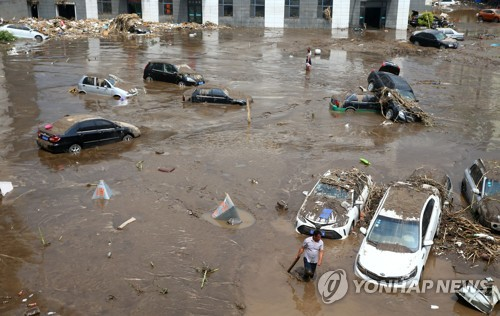 지린시 시내의 수해 현장[AFP=연합뉴스]