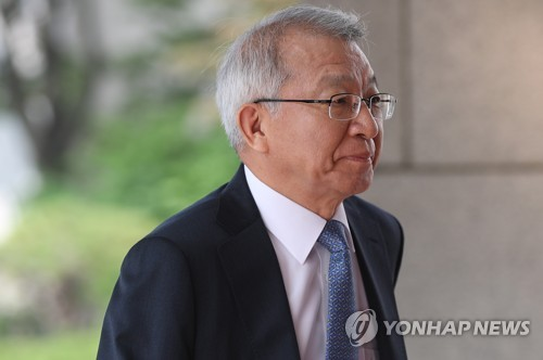 출근하는 양승태 대법원장 [연합뉴스 자료사진]