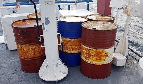 서귀포 해상서 발견된 대형 연료통
